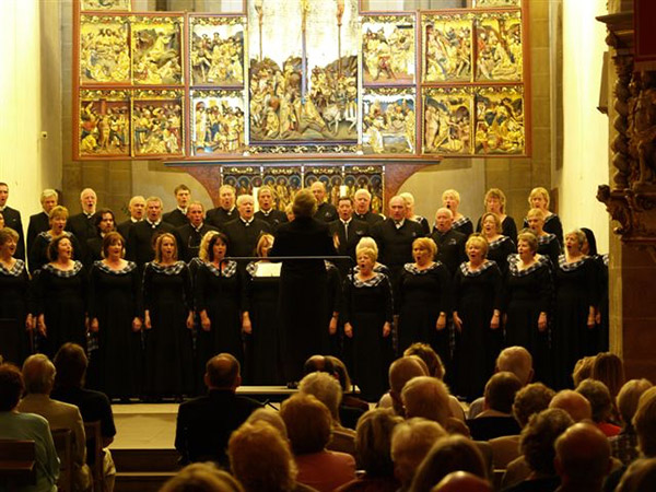 Picture of choir performing at Stiftskirche