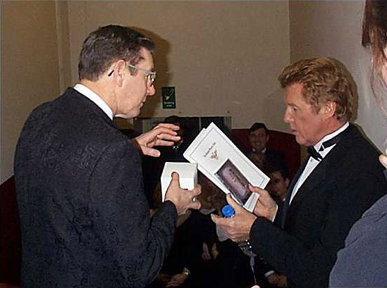 Michael Crawford takes time out to have his photograph taken with the members of the Glasgow Phoenix Choir